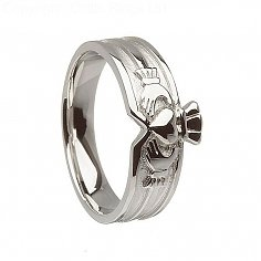Modern Unisex Claddagh Ring