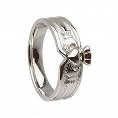 Modern Unisex Claddagh Ring