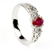 Bague de fiançailles en rubis et diamants