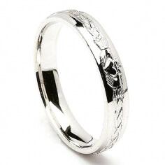 Gravierter silberner Claddagh Ring