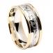 Anneau de mariage gravé Claddagh pour homme avec bordure jaune