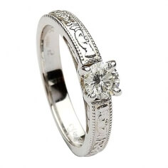 Claddagh Embossed Round Cut Diamond