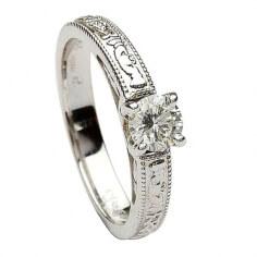 Claddagh Geprägte Rundschnitt Diamant