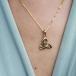 Trinity Knot Halskette - Am Hals
