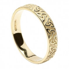 Women's Embossed Trinity Knot Wedding Ring - Yellow Gold
