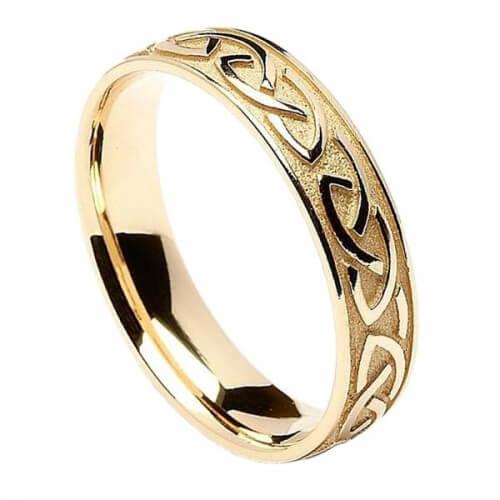 Geprägter keltischer Trauring für Männer - Gelbgold