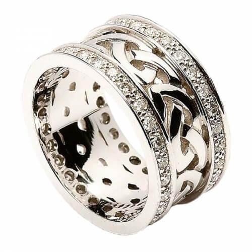 Bague noeud celtique avec garniture en diamant - tout en or blanc