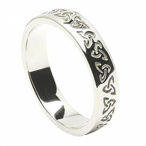 Herren Geätzter Trinity Knoten Hochzeitsband - Weißes Gold oder Silber