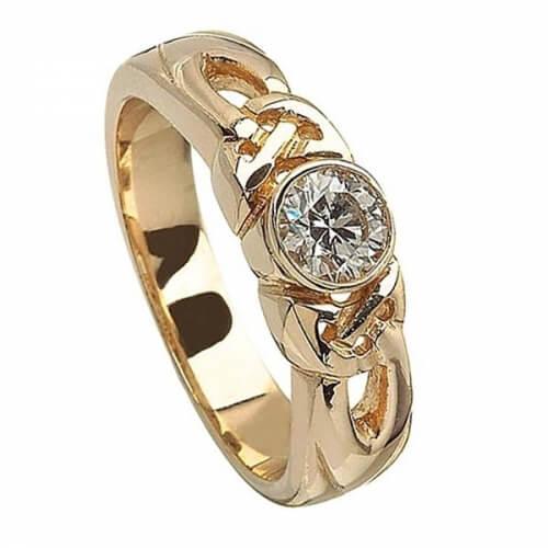 Gravierte Trinity Knoten Verlobungsring - Gelbes Gold